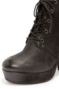 Steve Madden Raspy Black Suede High Heel Ankle Boots at Lulus.com!