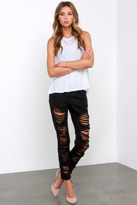 Scratch That Distressed Black Skinny Jeans at Lulus.com!