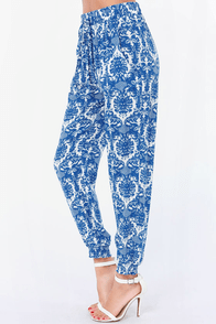 Go For Baroque Ivory and Blue Print Pants at Lulus.com!