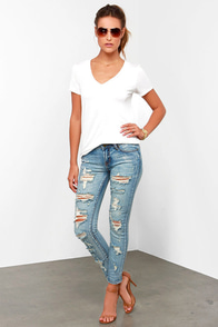 Arizona Distressed Medium Wash Ankle Skinny Jeans at Lulus.com!