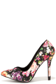 Flirty Florist Black Floral Print Pumps at Lulus.com!