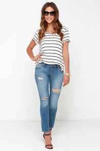 Dittos Selena Distressed Medium Wash Ankle Skinny Jeans at Lulus.com!