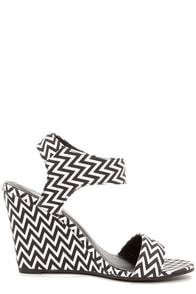 Good Choice Hi Maintenance Black and White Print Wedge Sandals at Lulus.com!