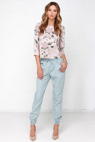 Jack by BB Dakota Sully Light Wash Chambray Jogger Pants at Lulus.com!