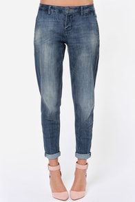 Dittos Addison Medium Wash Boyfriend Jeans at Lulus.com!