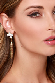Flapper Dapper Gold Rhinestone Earrings at Lulus.com!