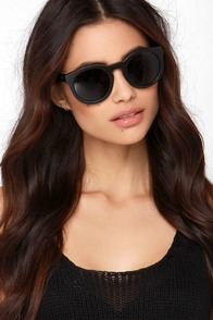 Woodzee Kate Black Bamboo Sunglasses at Lulus.com!