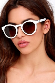 Woodzee Cara White Walnut Wood Sunglasses at Lulus.com!