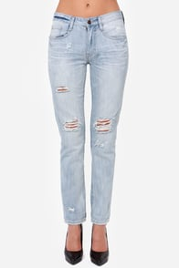 Kenzie Light Wash Distressed Boyfriend Jeans at Lulus.com!