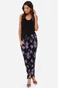 Somedays Lovin' Ladyland Black Floral Print Slouch Pants at Lulus.com!