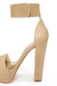 Steve Madden Cluber Natural Ankle Strap Platform Heels at Lulus.com!