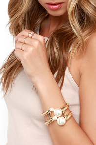 Girl Meets Pearl Gold and Pearl Bracelet at Lulus.com!