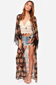 Reverse Peek a Boo Black Floral Print Kimono Top at Lulus.com!