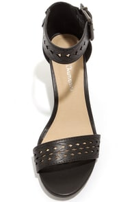 Chinese Laundry Tiffanie Black Cutout Wedge Sandals at Lulus.com!