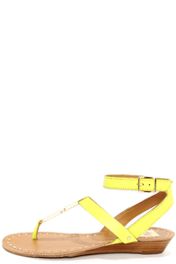 Dolce Vita Vasni Citrine Metal Plated Thong Sandals