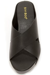 Bamboo Willa 01 Black Platform Sandals at Lulus.com!