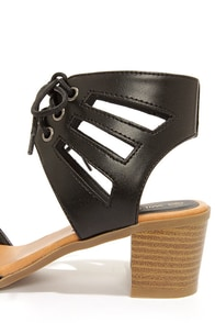 Wild Diva Lounge Alva 01 Black Cutout Sandals at Lulus.com!