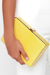 Croco-Dialogue Yellow Clutch at Lulus.com!