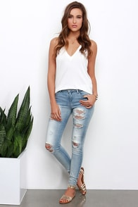 Halcyon Days Light Wash Distressed Skinny Jeans at Lulus.com!