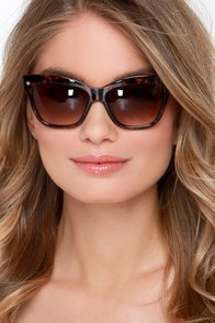 That's Hollywood Tortoise Sunglasses at Lulus.com!