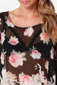 Total Utopia Black Floral Print Top at Lulus.com!
