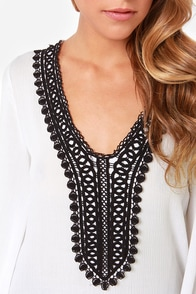 Figure of Beach Black and Ivory Lace Tunic Top at Lulus.com!