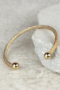Round the Twist Gold Bracelet