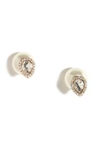 Precious Drops Pearl Peekaboo Earrings at Lulus.com!