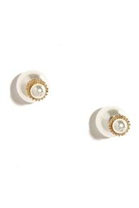 Peep-a-Chic Peekaboo Pearl Earrings at Lulus.com!