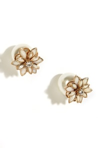 Petals Before Pearls Gold and Pearl Peekaboo Earrings at Lulus.com!