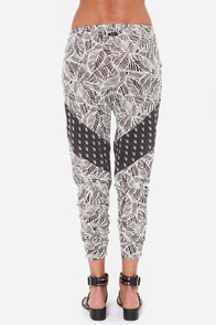 RVCA Skip Forward Black Print Harem Pants at Lulus.com!