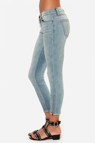 Dittos Stevie Light Wash Cropped Skinny Jeans at Lulus.com!