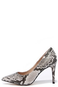 True to Formal Black and White Snakeskin Pointed Pumps at Lulus.com!
