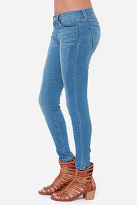 Flying Monkey Oh Darling Cropped Skinny Jeans at Lulus.com!