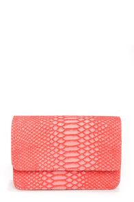 Next of Snakeskin Coral Purse at Lulus.com!