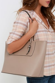 Out of Towner Taupe Tote at Lulus.com!