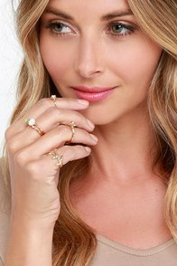 Oopsy Daisy Gold Ring Set at Lulus.com!