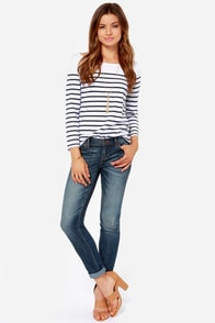 Dittos Selena Dark Wash Distressed Ankle Skinny Jeans at Lulus.com!