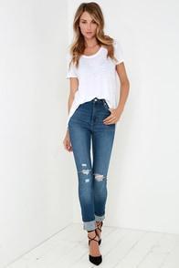 Rollas Eastcoast Medium Wash Distressed High-Waisted Jeans at Lulus.com!
