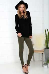 Hold Your Gaze Olive Green Leggings at Lulus.com!