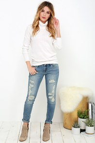 Dittos Selena Shredded and Faded Skinny Jeans at Lulus.com!