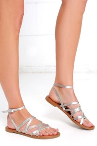 Chinese Laundry Gia Silver Thong Sandals at Lulus.com!