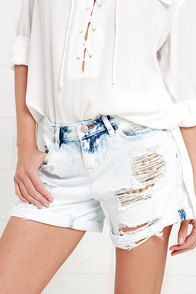 Dittos Tommy Distressed Bleached Boyfriend Jean Shorts at Lulus.com!