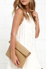 Mountain Majesties Tan Clutch at Lulus.com!