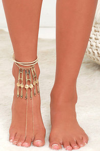 image Walking in the Sand Beige and Gold Foot Bracelet