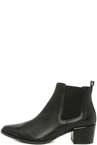 Steve Madden Vanity Black Leather Pointed Ankle Booties