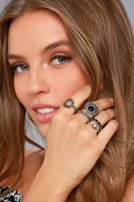 Exquisite Charm Black and Silver Ring Set