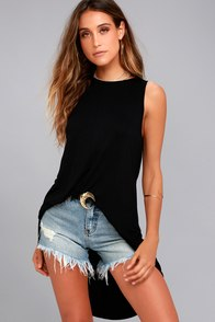 Queen of the Weekend Black Knotted High-Low Top