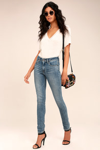 Levi's 721 Medium Wash High Rise Skinny Jeans
