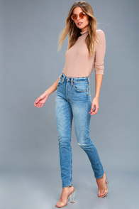 501 Skinny Medium Wash Distressed Jeans at Lulus.com!